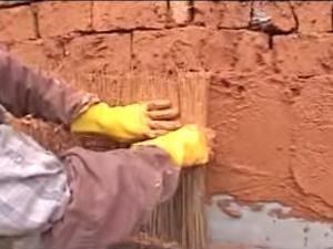 土埆厝的製作過程紀錄片-抹壁