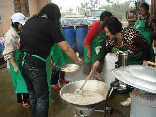 母親節為社區關懷據點團餐活動默默付出媽媽們