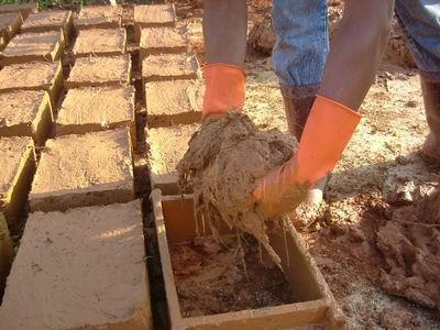 土埆厝的製作過程紀錄片-印製土埆